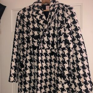 Black and white houndstooth peacoat
